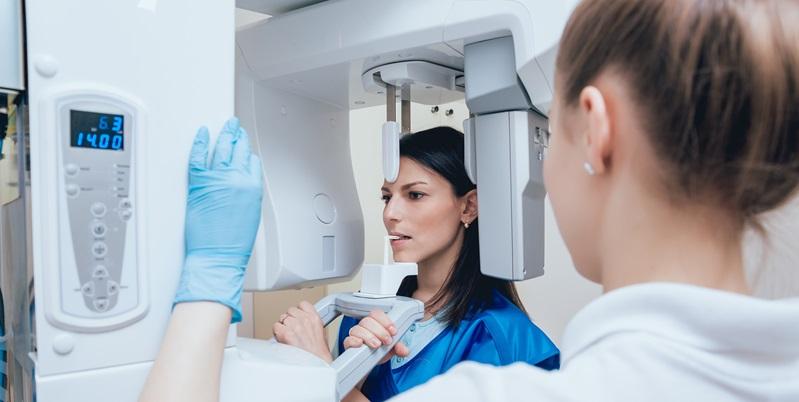 Implantologia computer guidata: cos'è e quando la si utilizza?