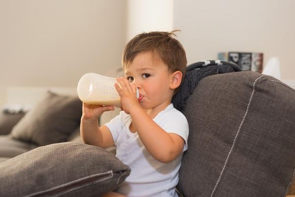 Il latte ai bambini dopo il compimento dell'anno