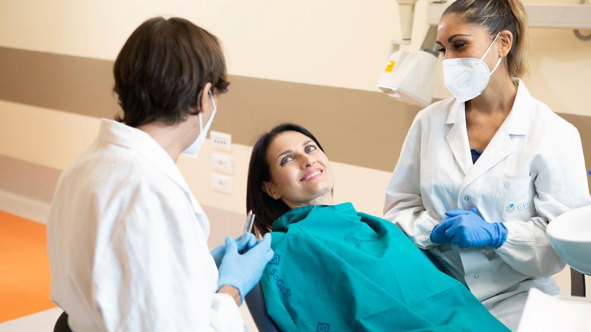 Impianti a carico immediato e zigomatici: vantaggi per i pazienti