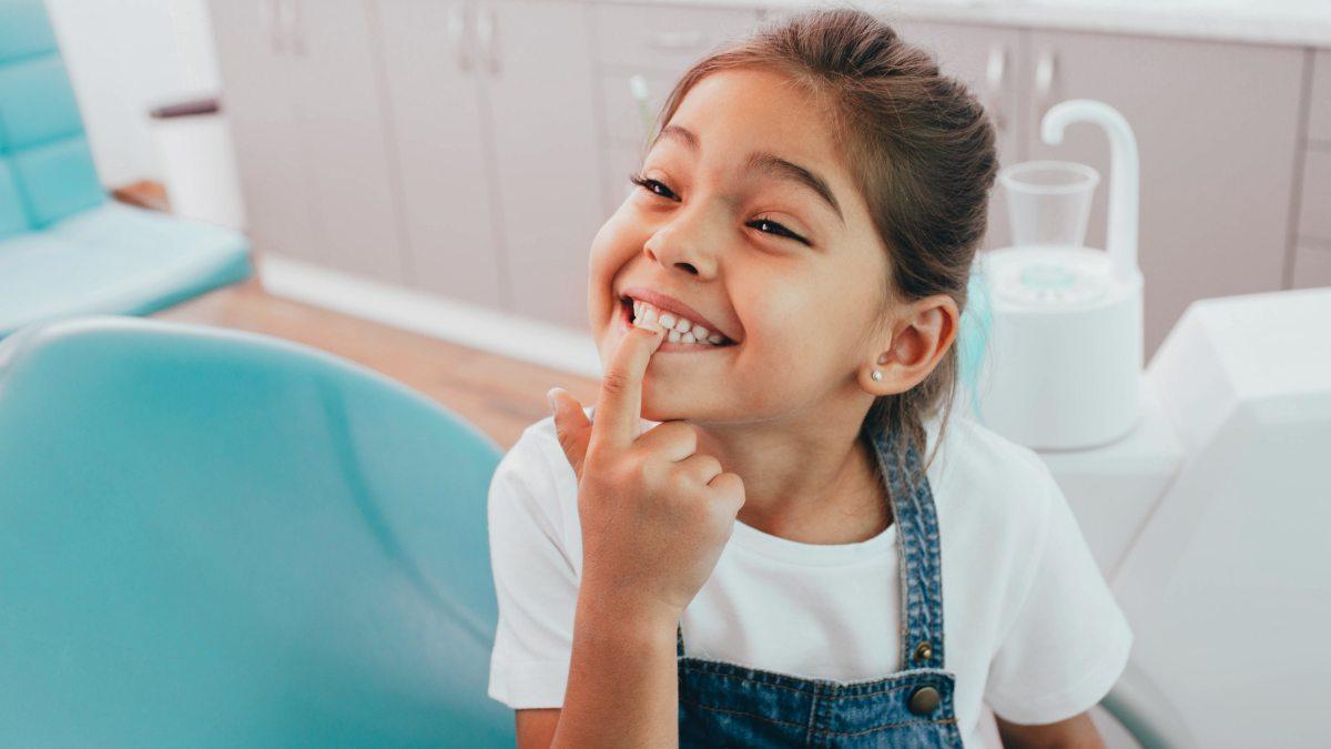 Affollamento dentale nei bambini e nei ragazzi: cause, conseguenze e trattamento