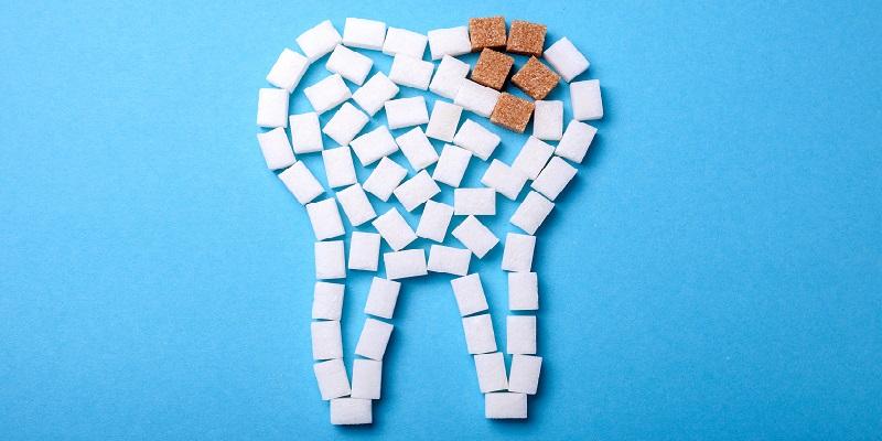 Zucchero e denti: cosa genera la carie e come combatterla