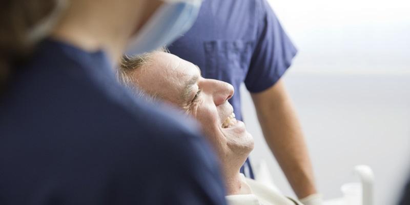 Ortodonzia invisibile e chirurgia parodontale per migliorare l'estetica e la funzionalità dei denti
