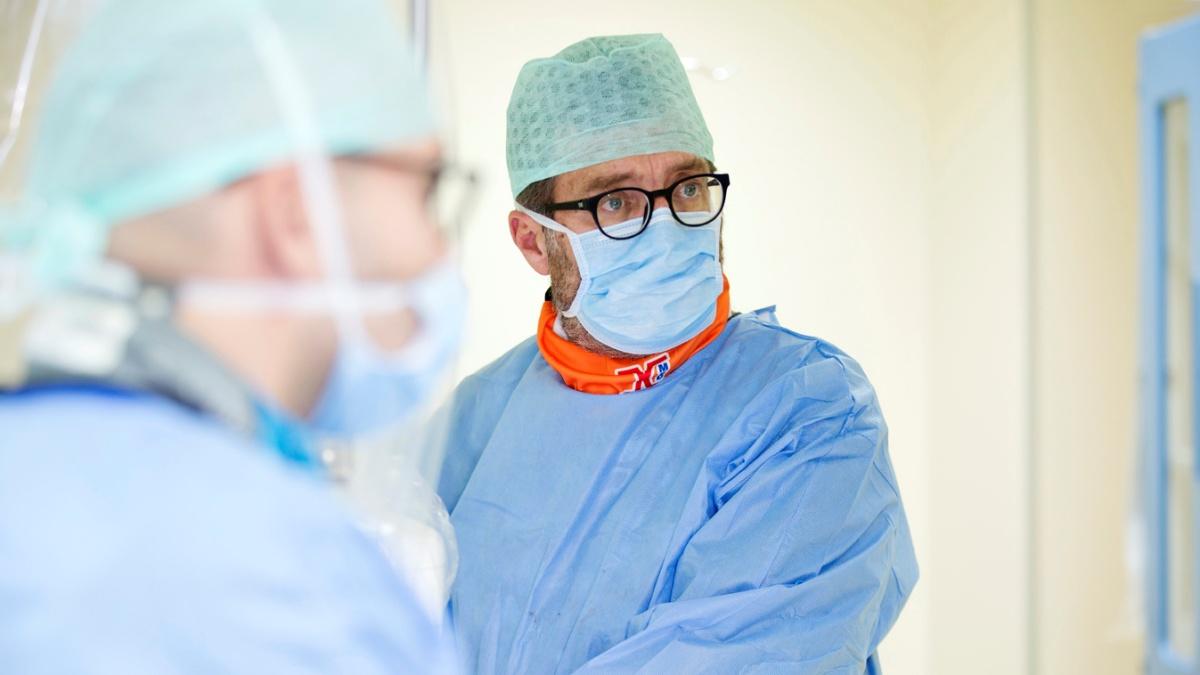 Raro intervento multidisciplinare a Ospedale Santa Maria di Bari  salva la vita a paziente 87enne
