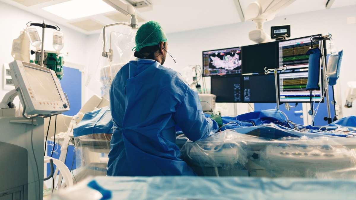 Patologia cardiaca congenita individuata solo dopo 32 anni: intervento mininvasivo salva la vita di un giovane