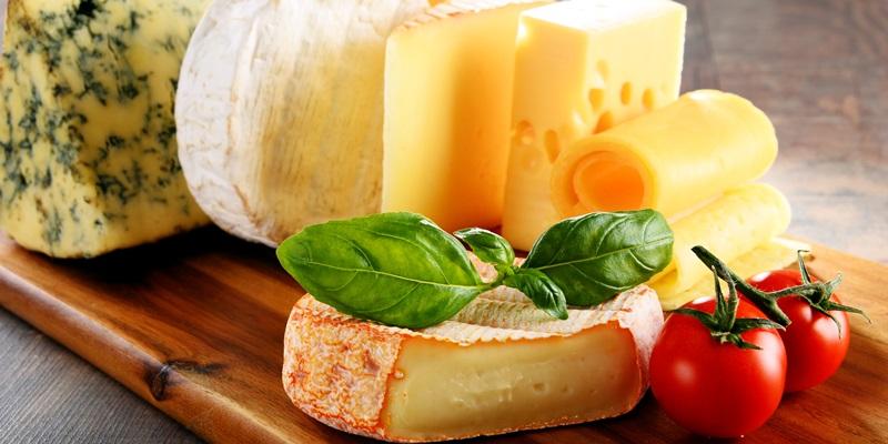 I grassi saturi come il formaggio non aumenterebbero il rischio di infarto o ictus