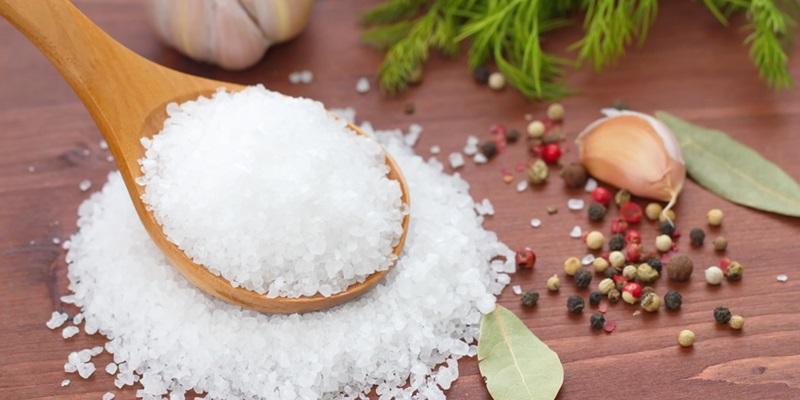 Un cucchiaino di sale al giorno per tenere lontana l'ipertensione dal cuore