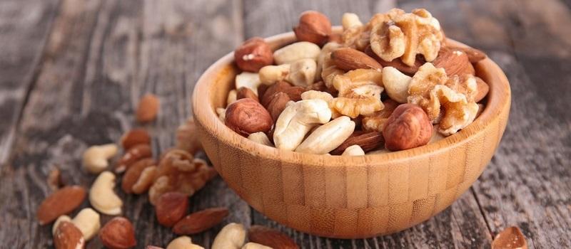 Frutta secca alleata del cuore: noci e mandorle riducono il rischio di patologie coronariche