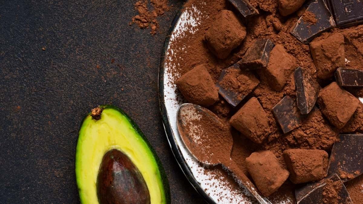 I superfood: cacao, avocado ed erba di grano