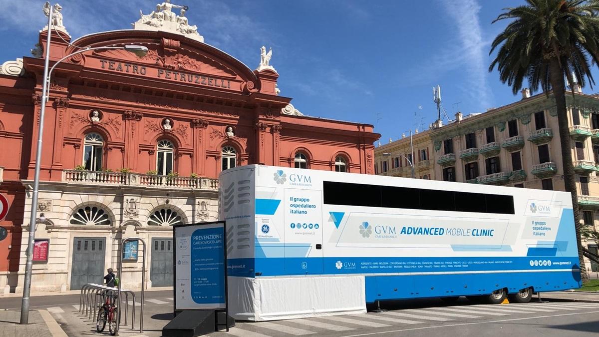 La clinica mobile GVM in piazza a Bari per il cuore