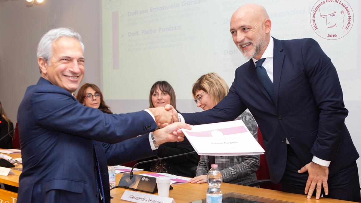 Breast Unit: il dottor Antonio Nardella, premiato per l'approccio umano alle pazienti