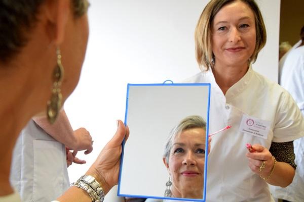 Laboratori di trucco per le pazienti oncologiche