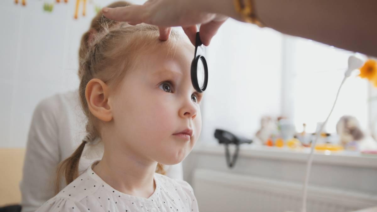 Occhio rosso nel bambino: cosa può significare?