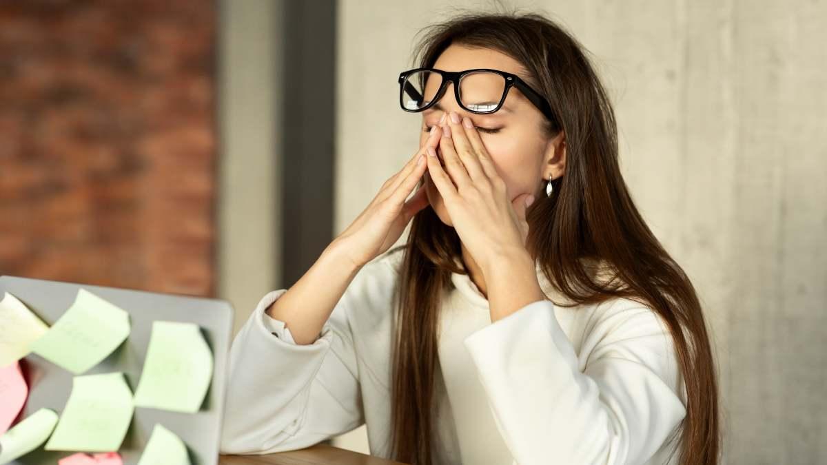 Occhio secco: di cosa è fatta una lacrima e come scegliere le gocce lacrimali giuste
