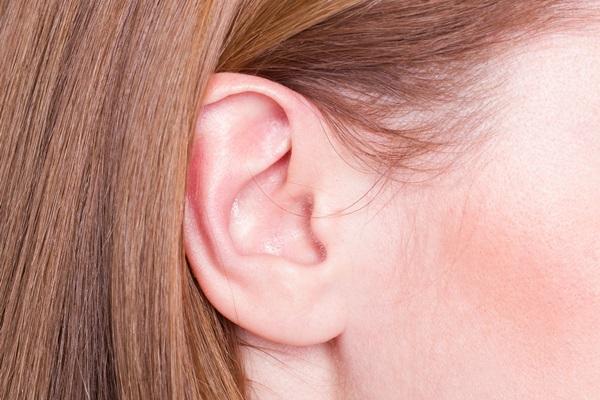 Come si correggono i difetti delle orecchie con l'otoplastica