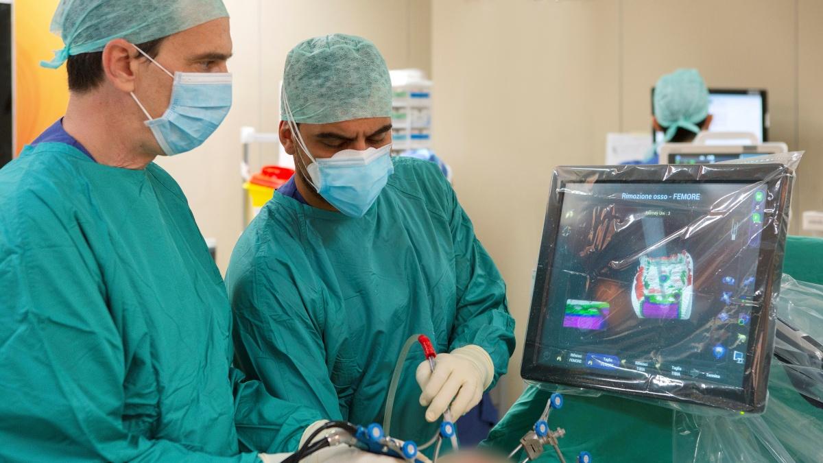 Innovazione nella chirurgia ortopedica robotica: in sala operatoria il sistema NAVIO per protesi del ginocchio