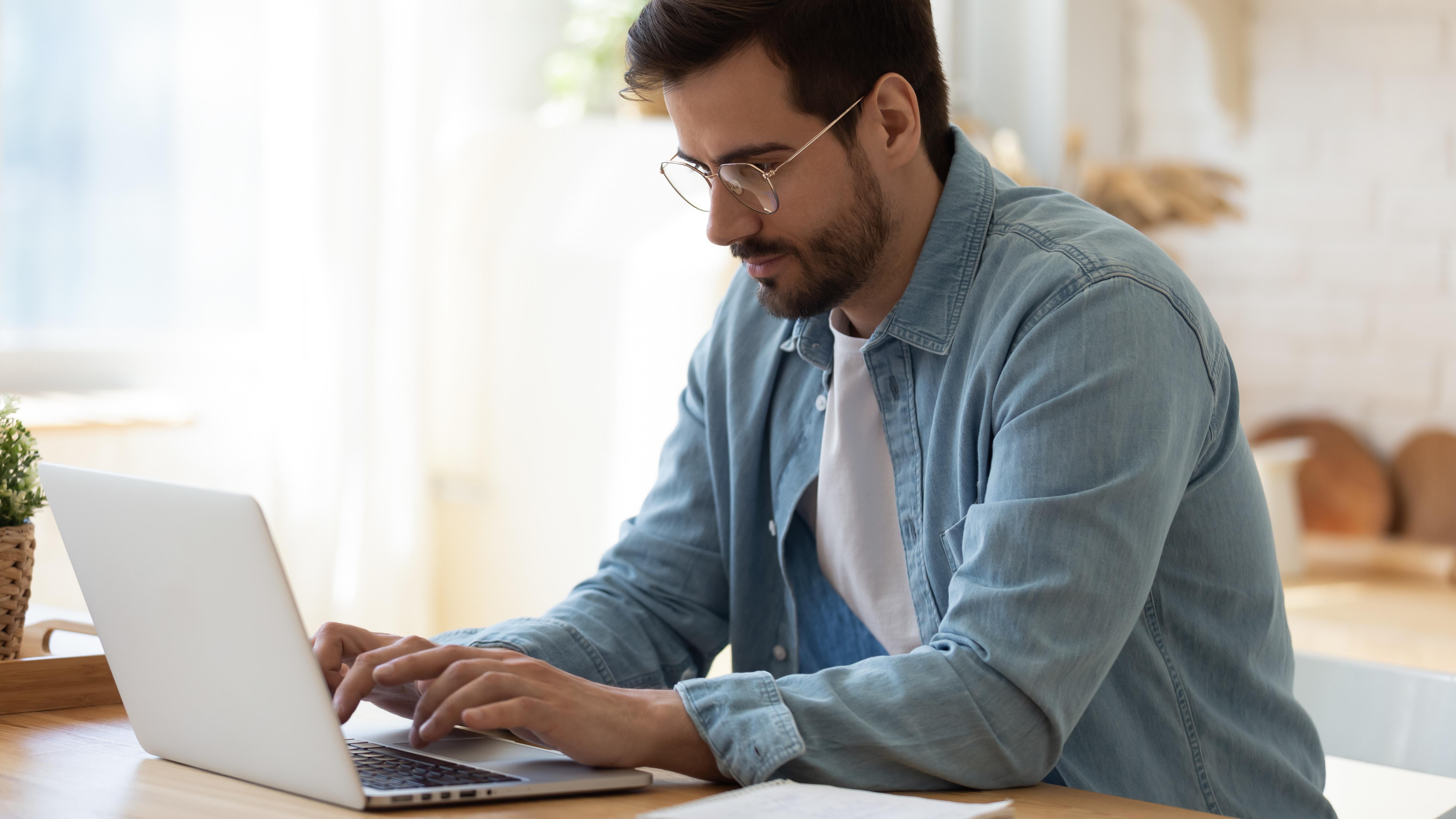 Smart working: le buone abitudini per prevenire il mal di schiena