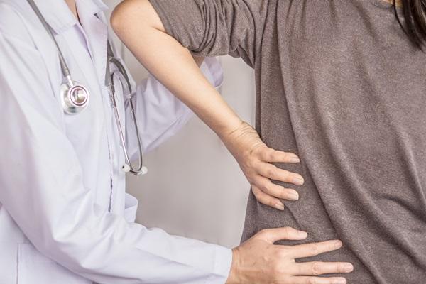 Le terapie per il mal di schiena: intervista al dottor Andreula